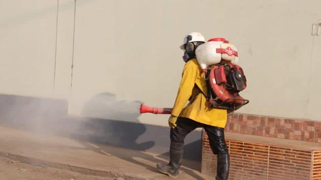 Desinfección de Calles en la Urbanización Virgen de Chapi.