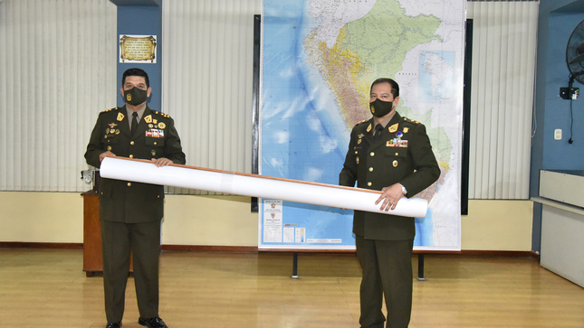 Entrega de Mapa Físico, Político y de las Divisiones de Ejercito a escala 1: 1' 000,000 al Comandante General del Ejército