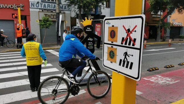 Instalan primeros pictogramas para personas con discapacidad en el marco del Plan de Movilidad Urbana Sostenible en Miraflores