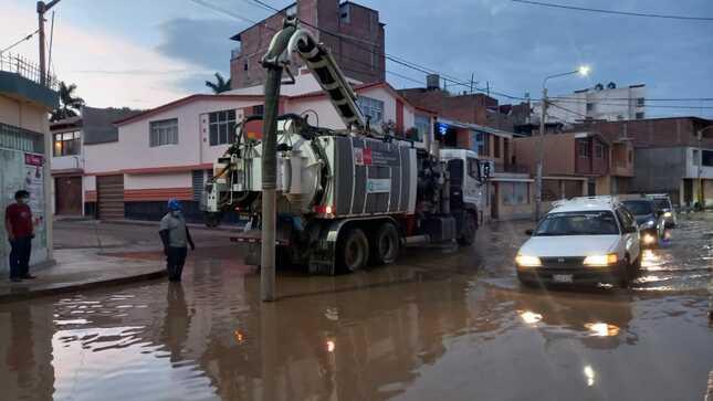 Epsel atiende emergencias por colapso en el alcantarillado de Chiclayo generado por las lluvias