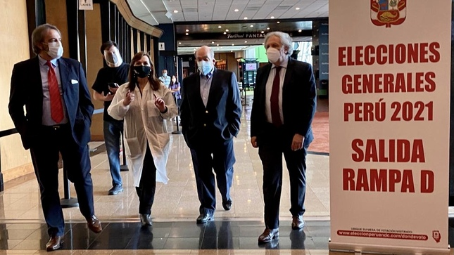 Secretario General de la OEA realizó visita a local de votación de las Elecciones Generales 2021 en Washington