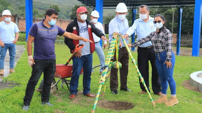 Colocan primera piedra para mejoramiento del polideportivo en el Barrio San Juan del Arenal en su II Etapa