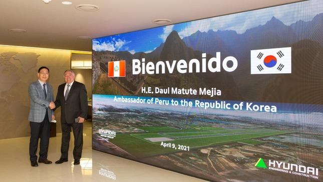 Reunión del Embajador del Perú con el CEO y Presidente de Hyundai E&C