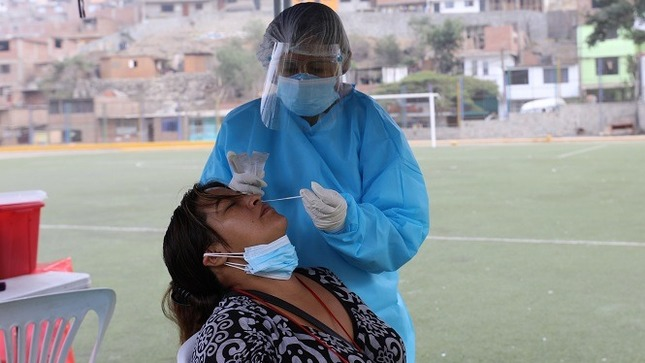 Midis y aliados realizan pruebas de COVID-19 a más de 1800 socias de comedores populares de Lima norte para prevención y tratamiento