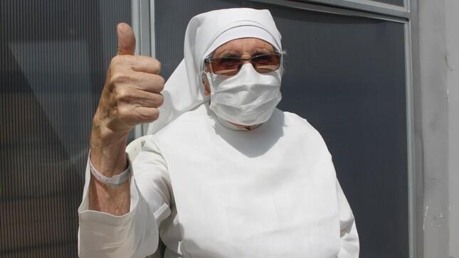 ¡Mantuvo la fe! Hermanita de 85 años ganó la batalla contra la COVID-19 en el Hospital Emergencia Ate Vitarte