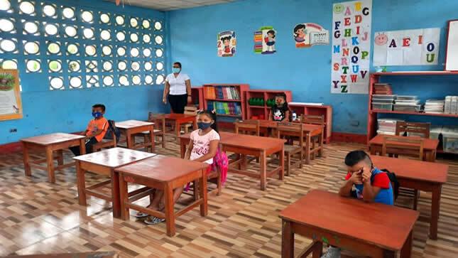 Ministro Cuenca aclara que no es obligatorio volver a clases presenciales