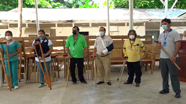 GOREU entregó a postas de salud y albergues, muebles elaborados con madera decomisada a madereros ilegales