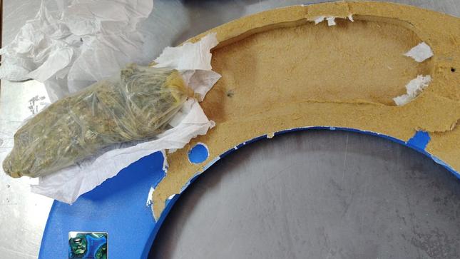 Mujer pretende ingresar droga al penal Moquegua oculta en marco de cuadro de madera