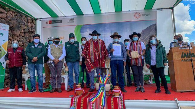 MIDAGRI entrega resolución de zona de agrobiodiversidad a pobladores de Ccollasuyo y Marcapata Ccollana en el Cusco