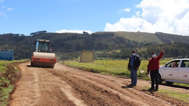 Mantenimiento de la vía departamental  VILCAS HUAMAN-VISCACHAYOCC-DIV. SAURAMA