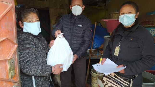 Red Amachay de la comuna entregó víveres a adultos mayores y personas con discapacidad del distrito