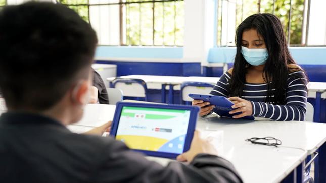Ministro de Educación informó al Congreso solo la entrega de Tablets y lo nuevo de Aprendo en casa