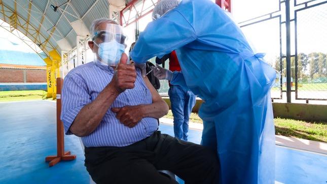 Pongo el hombro +70: vacunación inicia este miércoles con mayores nacidos antes de 1951