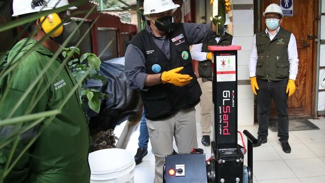 Con moderna máquina pulverizadora de vidrios fortalecen actividades de reciclaje en Macchupicchu