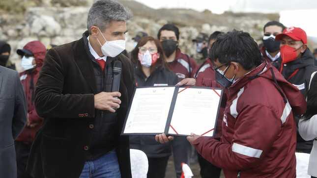 Ministro de Cultura entregó resolución de Patrimonio Cultural de la Nación a los vestigios de la Fundición de Tinyahuarco