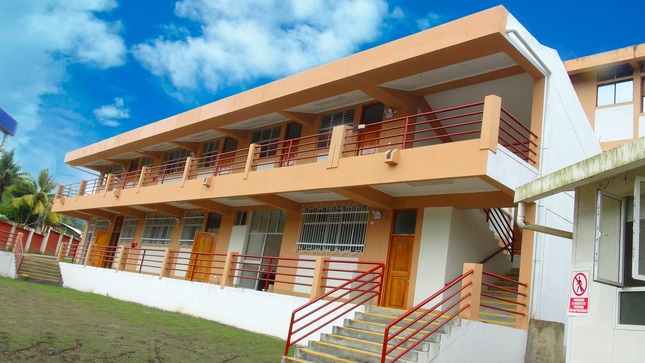 Más de 1 500 estudiante se benefician de modernas aulas equipadas