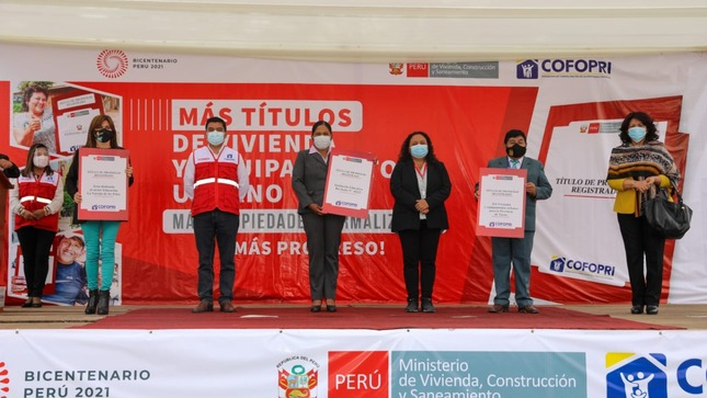 Tacna: Cofopri entrega 217 títulos de propiedad para viviendas y entidades públicas