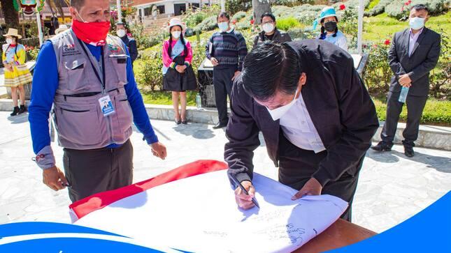 La Bandera del Bicentenario, será exhibida en la cumbre del Huascarán
