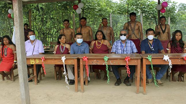 Gobernador asiste el pedido de la comunidad Napuruka y entrega resolución que permite contar con el servicio educativo secundario