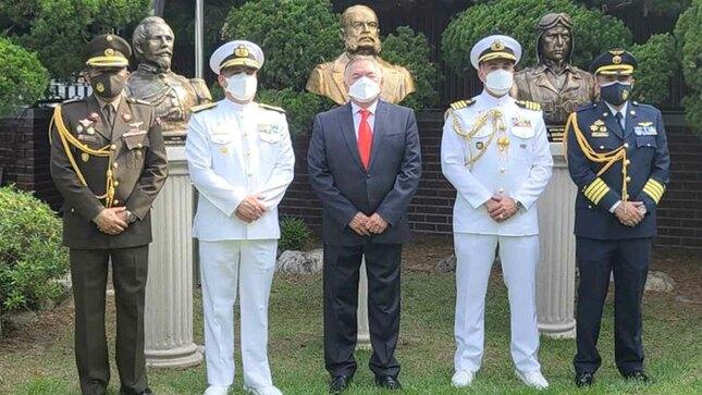 Develan busto del Almirante Miguel Grau en la República de Corea
