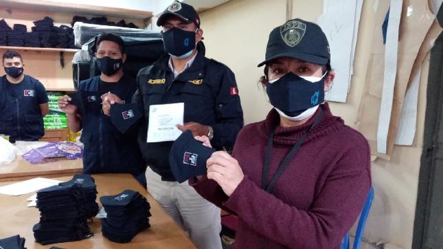 Interno emprendedor del penal de Huancayo elabora 4000 mascarillas