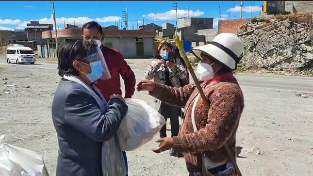 Comuna provincial entrego víveres a pobladores del distrito de Chaupimarca por faenas comunales
