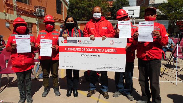 Cusco: SENCICO certifica las competencias laborales de las dos primeras mujeres albañiles de la región
