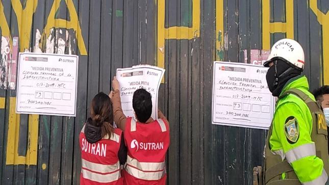 Clausuran dos locales clandestinos que operaban como terminales de vehículos informales en Arequipa y Puno