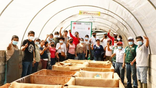 PROVRAEM lleva de pasantía a productores cacaoteros de Huayruropata - Anco  a módulos de cacao
