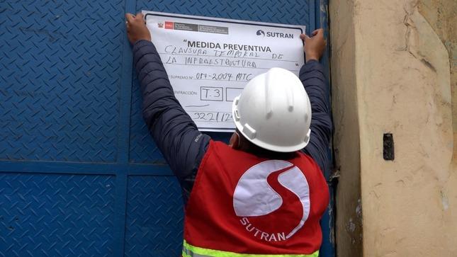 Sutran clausura dos locales clandestinos que operaban como terminal de vehículos informales en el Rímac