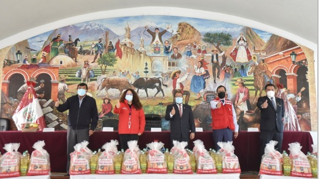 Midis entrega a municipios de Arequipa 58.65 toneladas de alimentos para atender a más de 10 mil personas vulnerables