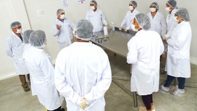Qali Warma y autoridades de Chincha supervisan establecimientos de proveedores