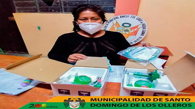 Entrega 2 balones de oxígeno a la agente municipal del C.P. Santa Cruz de Piedra Grande