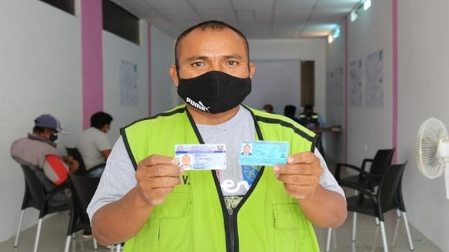 Se entregó licencias de conducir para conductores de vehículos menores
