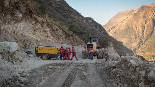 Más de 5 mil familias se beneficiarán con asfaltado de carretera Río Blanco-Mollepata