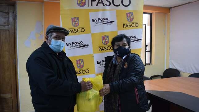Municipalidad entrega víveres a asociación de fotógrafos de Pasco