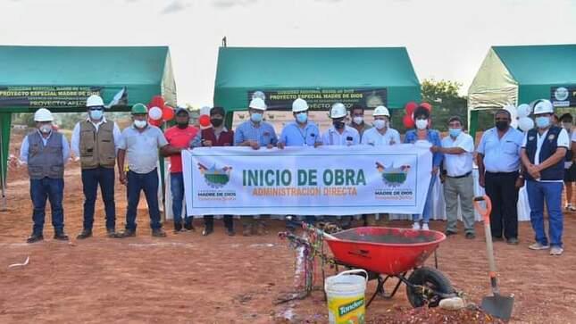 Gobernador Luis Hidalgo coloca primera piedra del colegio del centro poblado 'La Novia'