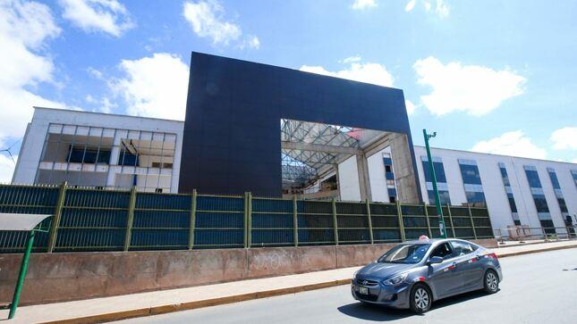 Sobre el inicio de la construcción del Hospital Antonio Lorena de Cusco