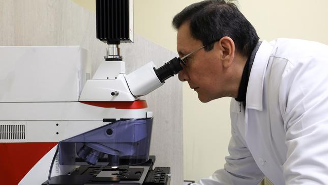 INEN presenta el primer microscopio láser altamente especializado en el Perú para investigar el cáncer