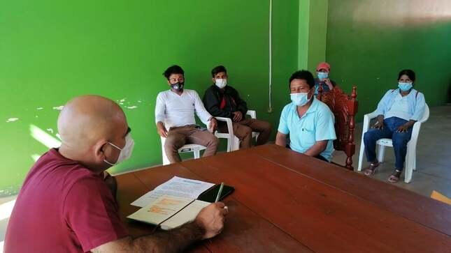 En reunión con pobladores hoy ALCALDE PROVINCIAL DE EL DORADO ELMER GONZÁLEZ ASUME EL COMPROMISO DE MEJORAR EN EL PRESENTE AÑO LA CARRETERA