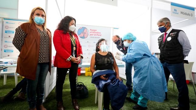 Premier Bermúdez señala que no hay razón para que se postergue o suspenda la vacunación contra la COVID-19 de ningún grupo etario