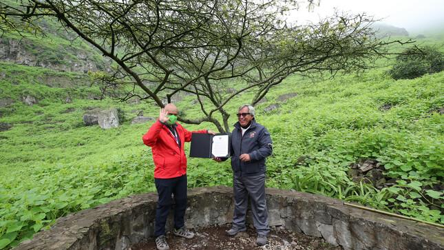 """Ministro Gabriel Quijandría recibe distinción como """"Guardaparque Honorífico"""" en mérito a su labor en favor de la conservación ambiental"""