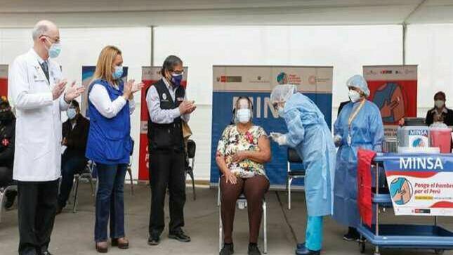 Se inició vacunación contra la Covid-19 a pacientes oncológicos