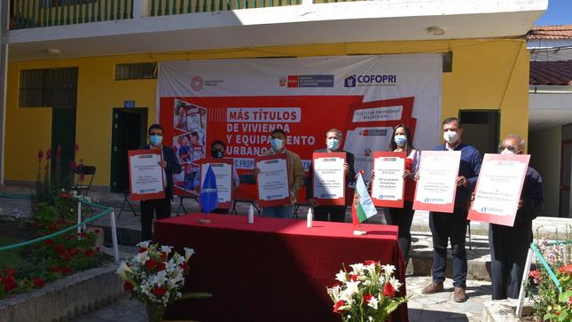 Cofopri entrega 2369 título de propiedad para familias e instituciones de la región Amazonas