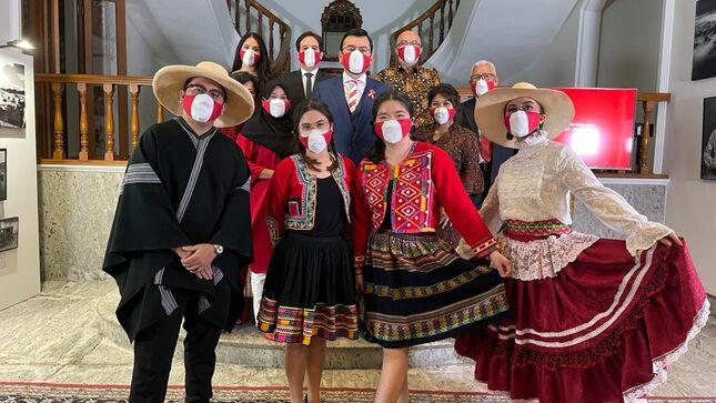 Embajada del Perú en Indonesia conmemora el Bicentenario patrio con espectáculo cultural