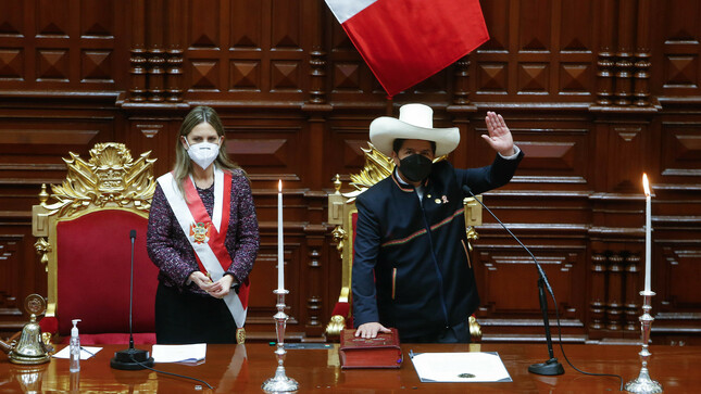 Pedro Castillo juró como presidente constitucional de la República