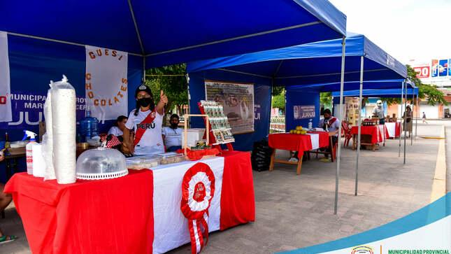 GRAN EXPOSICIÓN DE CACAO Y CHOCOLATE en la Plaza de Armas de Juanjuí, Elaborado por Emprendedores Cacaoteros