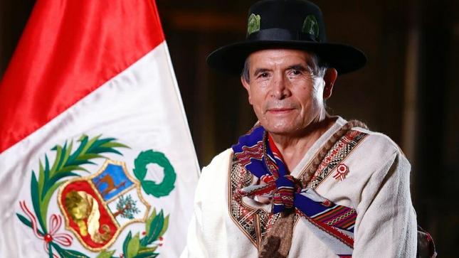Ciro Gálvez juramenta como ministro de Cultura del nuevo gabinete del presidente Castillo