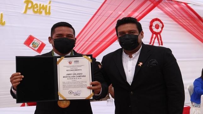 Alcalde recibe honroso reconocimiento del Congreso Peruano