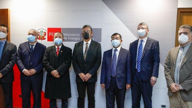 Ministro Merino se reúne con empresas chinas  que operan en el Perú